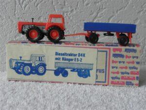 VEB Berlinplast H0 1:87 Dieseltraktor D4K met Aanhanger 5-2E