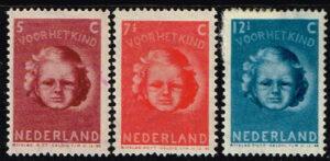 Nederland 1945 Kinderzegels NVPH 446-447-448 met plakker