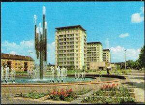 Ansichtskarte Halle Saale 1969 Chemiebrunnen und Hochhäuser in der Leninallee