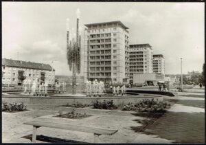 Postkarte Ansichtskarte Halle Saale 1972 Chemiebrunnen und Hochhäuser