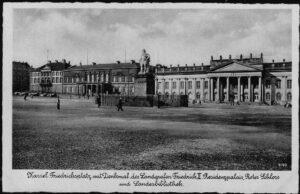 Ansichtskarte Postkarte Kassel 1940 Friedrichsplatz mit Denkmal 9769