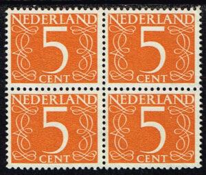 Nederland 1953 Cijfer 5 ct geeloranje blok van 4 zegels NVPH 465