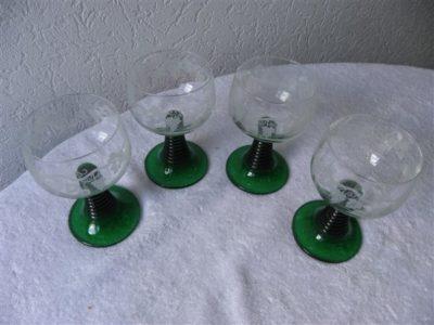 wijnglas donker groen voet