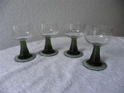 wijnglas licht groen voet
